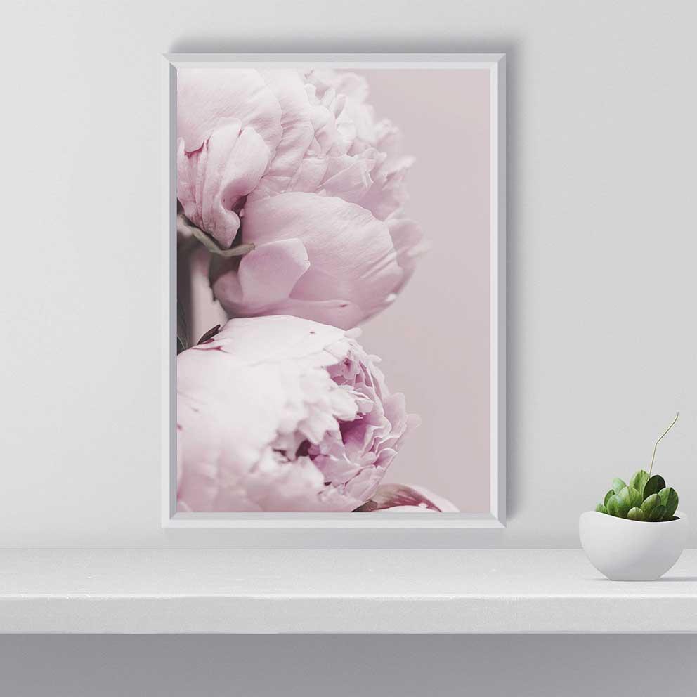 tranh canvas cô gái lá chuối hoa hồng 2